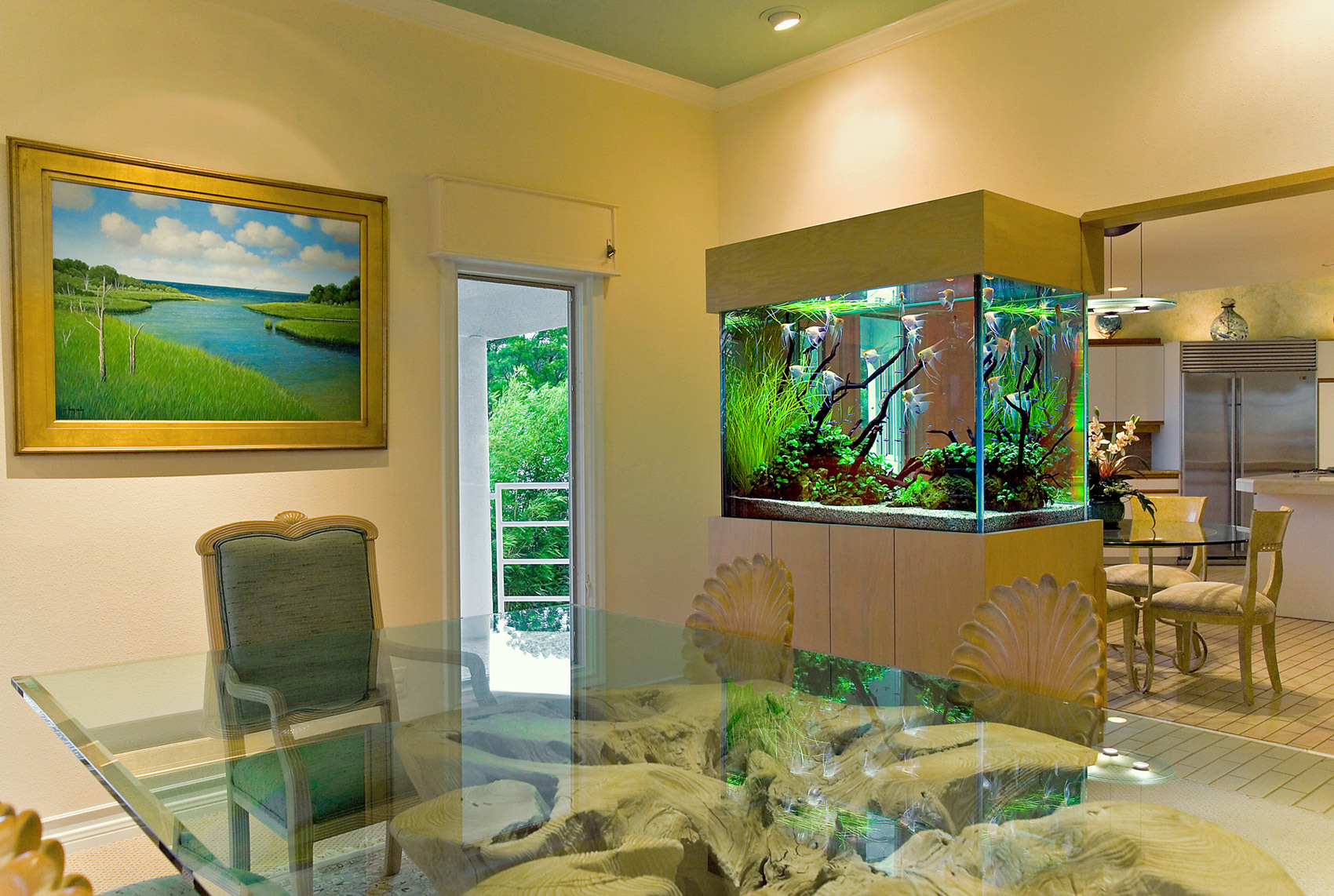 Аквариумы в интерьере дома фото