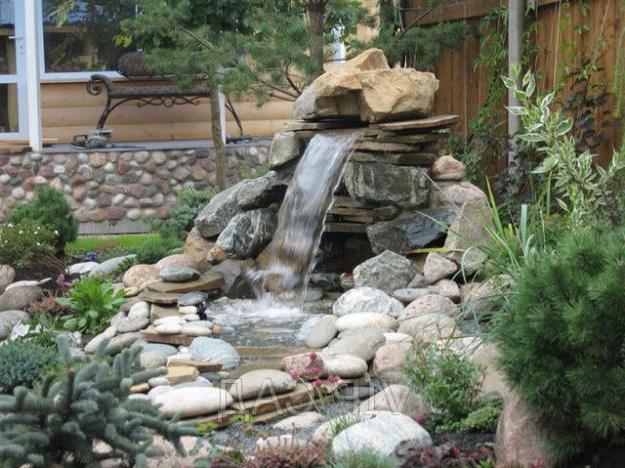 Декоративный водопад на даче